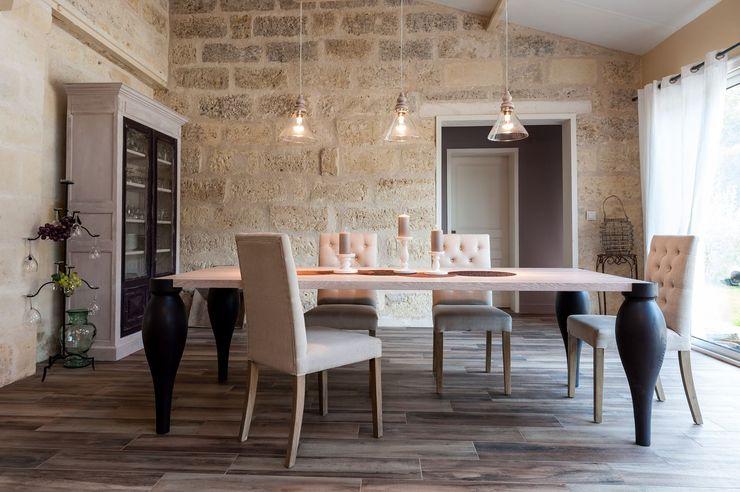 Réhabilitation d'une bâtisse ancienne Agence boÔbo Salle à manger rustique