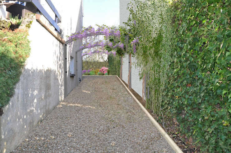 homify Mediterranean style garden Iron/Steel