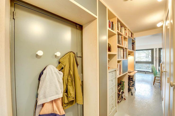 Paris 11 blackStones Couloir, entrée, escaliers scandinaves Contreplaqué Gris