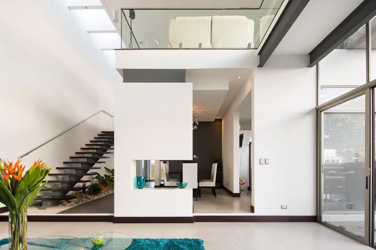 J-M arquitectura 모던스타일 복도, 현관 & 계단