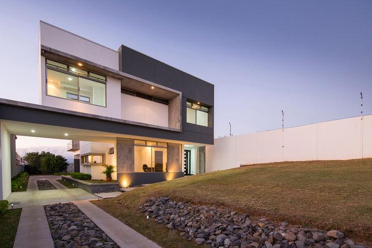 J-M arquitectura 모던스타일 주택