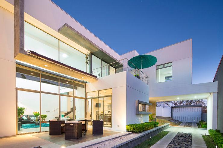 J-M arquitectura 모던스타일 발코니, 베란다 & 테라스