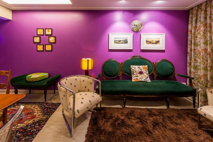Sala de Estar - Apartamento Eclético Enzo Sobocinski Arquitetura & Interiores Salas de estar ecléticas Derivados de madeira Multi colorido