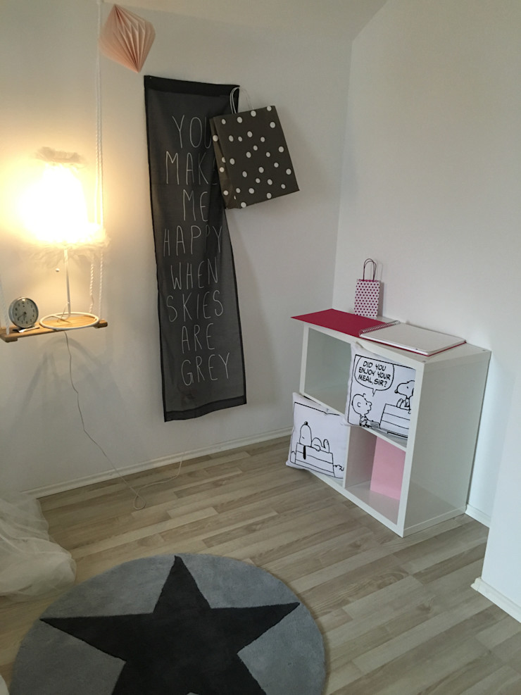 Münchner home staging Agentur GESCHKA Modern nursery/kids room White