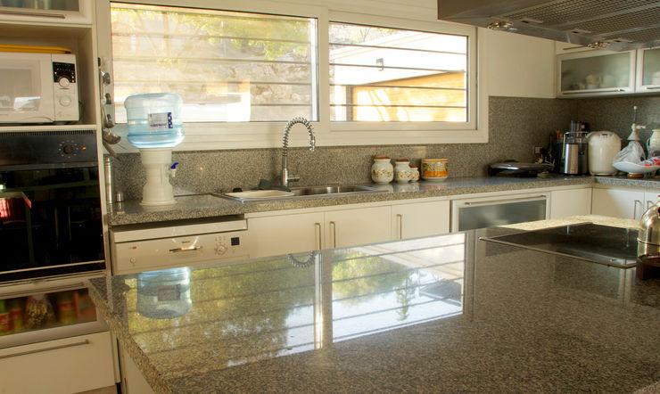 Casa Lago renziravelo Cocinas de estilo moderno