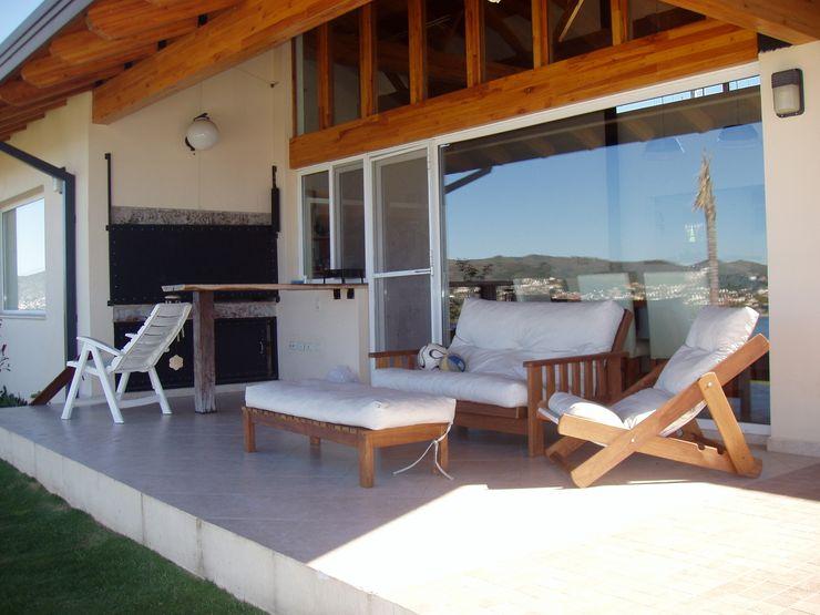 Casa Lago renziravelo Balcones y terrazas modernos