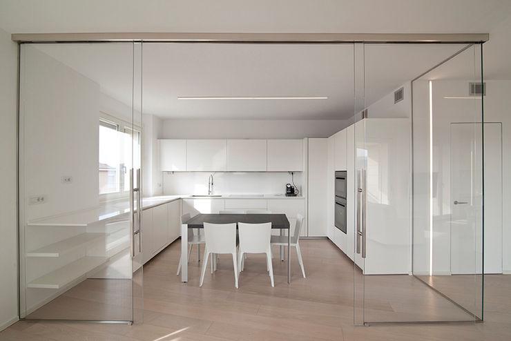 RWA_Architetti Nhà bếp phong cách tối giản White