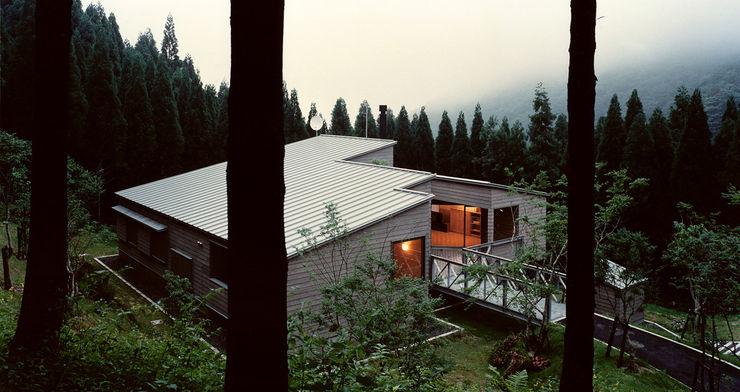 アプローチ側外観 夕景 竹内建築設計事務所 オリジナルな 家