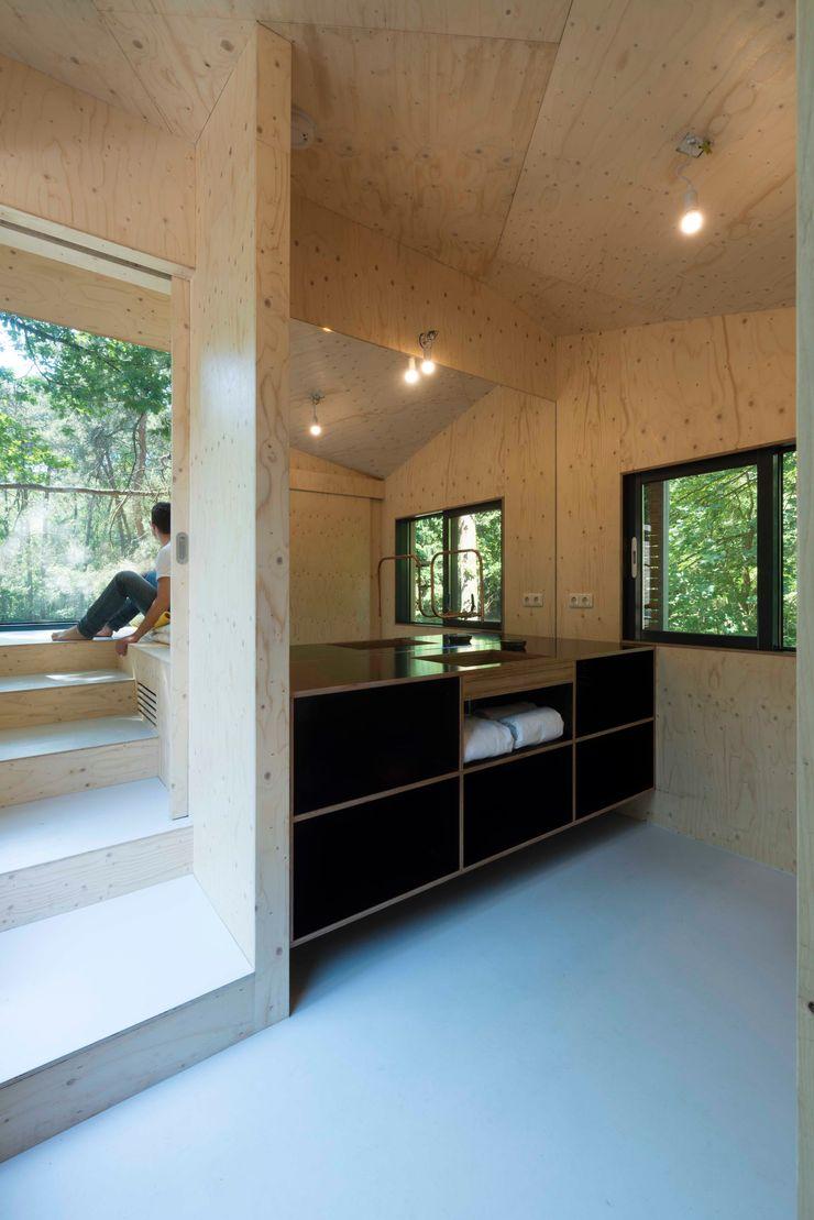 Bloot Architecture Modern bathroom
