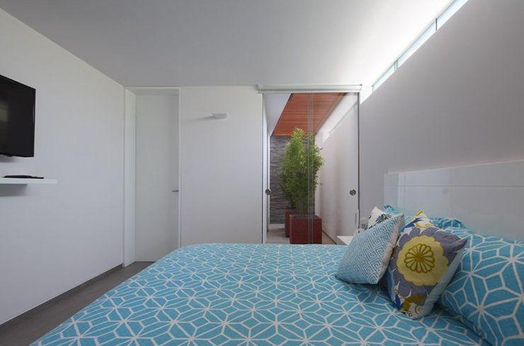 Casa P12 Martin Dulanto Dormitorios de estilo moderno