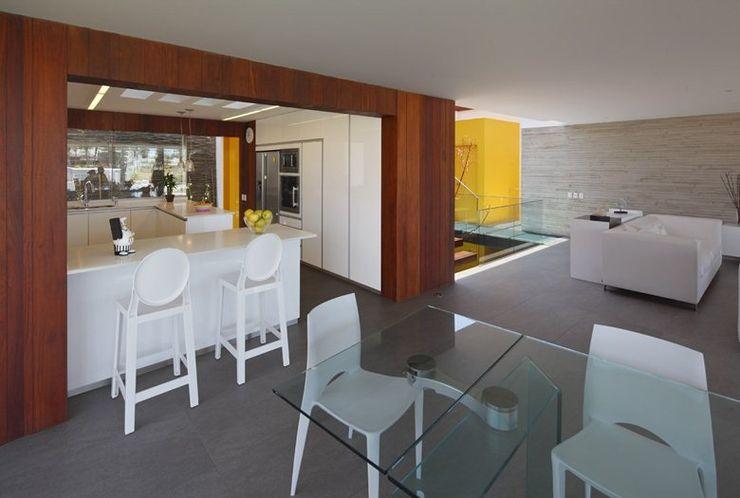 Casa P12 Martin Dulanto Comedores de estilo moderno
