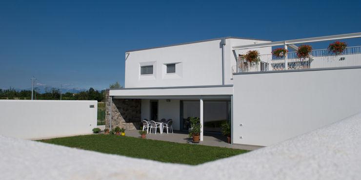 Margherita Mattiussi architetto Casas modernas Blanco