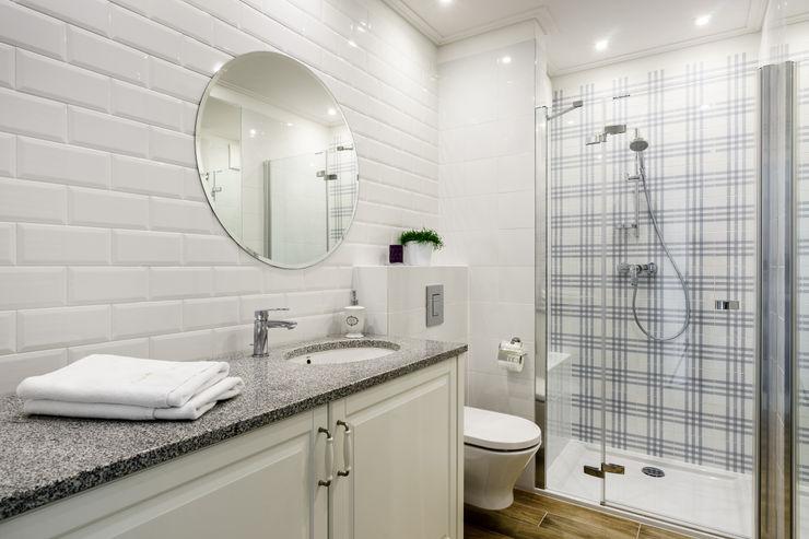Anna Serafin Architektura Wnętrz Phòng tắm phong cách Địa Trung Hải
