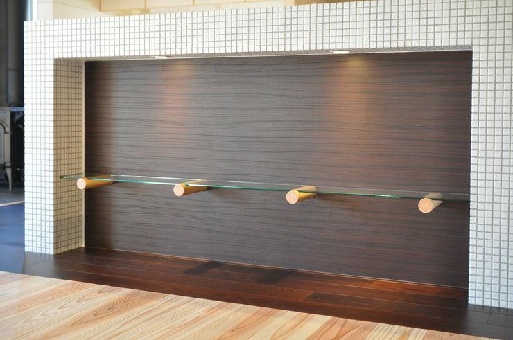飾り棚 (株)独楽蔵 KOMAGURA モダンデザインの ダイニング
