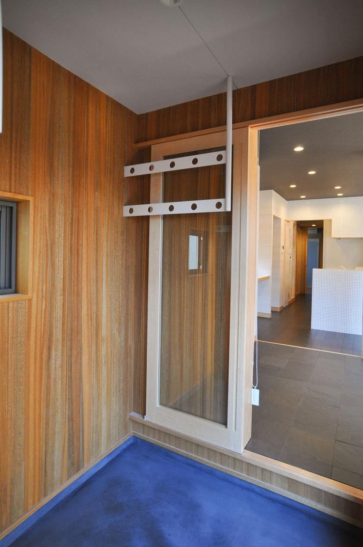 バスケットボールのできる家 (株)独楽蔵 KOMAGURA モダンデザインの 多目的室