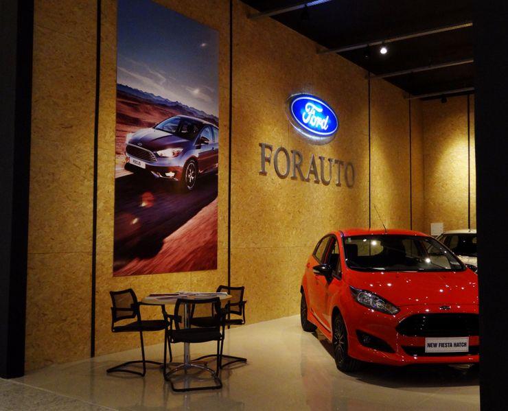 Ponta Cabeça - Arquitetura Criativa Modern car dealerships OSB Black