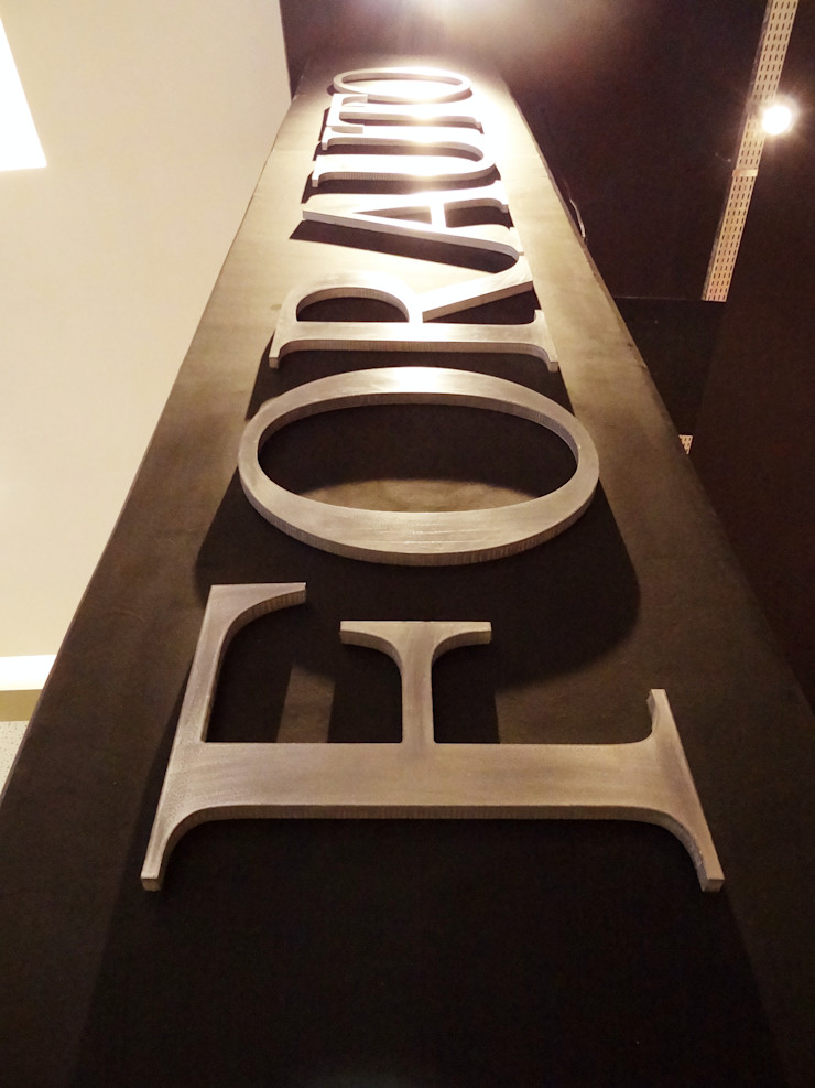Ponta Cabeça - Arquitetura Criativa Modern car dealerships Plastic Black