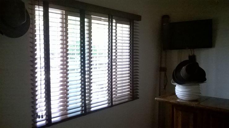 Muebles Modernos para Oficina, S.A. Modern windows & doors Wood Wood effect