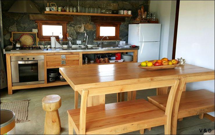 VETA & DISEÑO Cocinas de estilo escandinavo Madera maciza Marrón