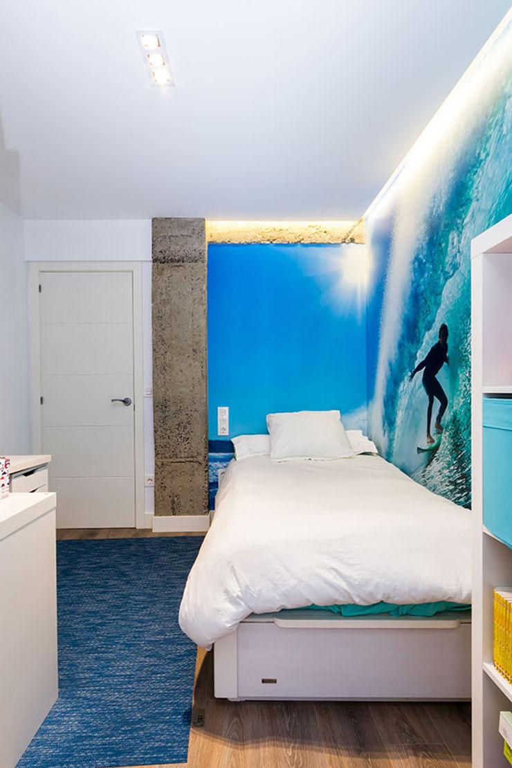 Iluminación dormitorio con líneas de luz Taralux Iluminación, S.L. Dormitorios de estilo ecléctico