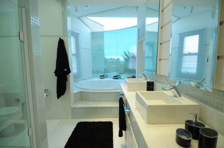 João Linck   Arquitetura 現代浴室設計點子、靈感&圖片