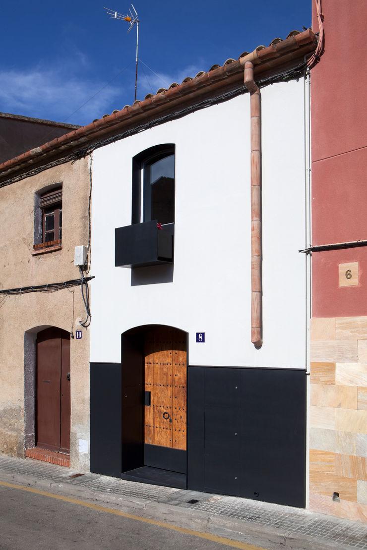 Fachada principal CABRÉ I DÍAZ ARQUITECTES Casas minimalistas