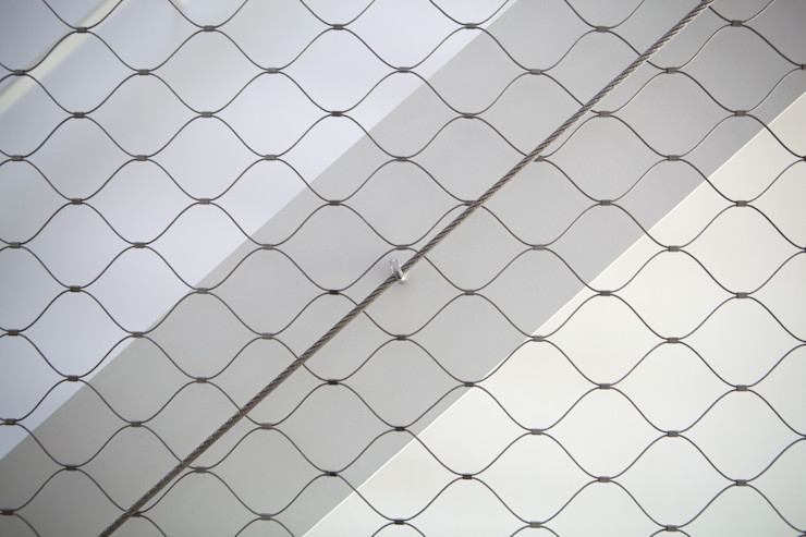 Detalle malla acero inoxidable CABRÉ I DÍAZ ARQUITECTES Pasillos, vestíbulos y escaleras minimalistas