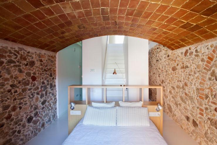 Viladecavalls House CABRÉ I DÍAZ ARQUITECTES Minimalistische Schlafzimmer