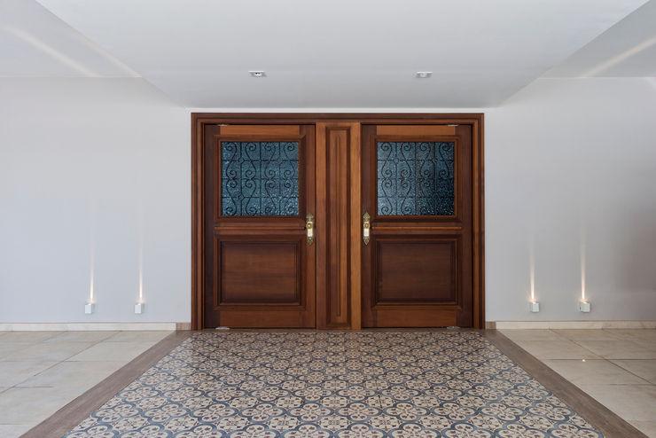 Estúdio IR Rustic style windows & doors