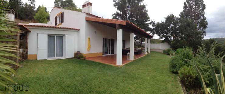 Modo Arquitectos Associados Rustic style house Ceramic White