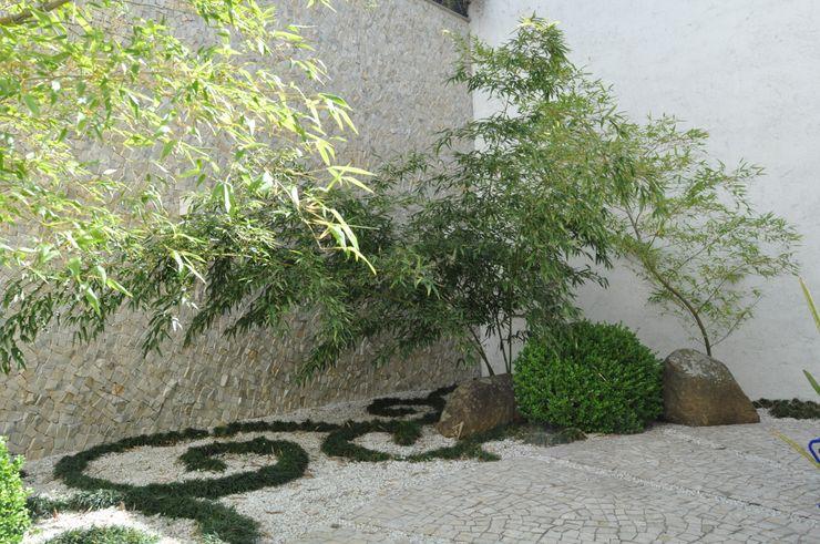 Jardim interno Jader e Ivan Arquitetos Casas modernas