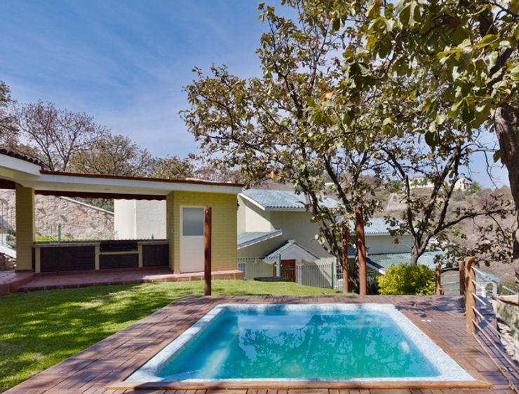 la piscina Excelencia en Diseño Piscinas de estilo colonial Ladrillos Beige