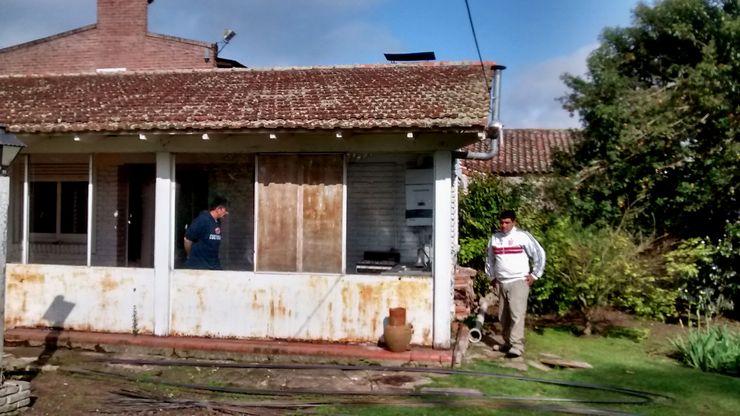 fachada antes de la remodelacion Estudio ZP Casas coloniales Cobre/Bronce/Latón Metálico/Plateado