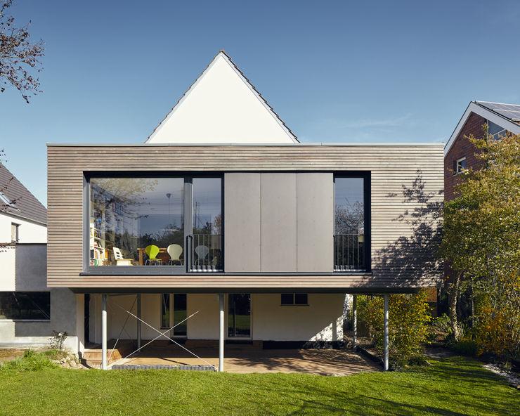Anbau an ein Einfamilienhaus in Ratingen Philip Kistner Fotografie Moderne Häuser Braun