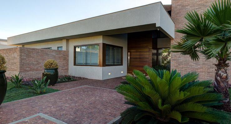 BRAVIM ◘ RICCI ARQUITETURA Casas modernas: Ideas, imágenes y decoración