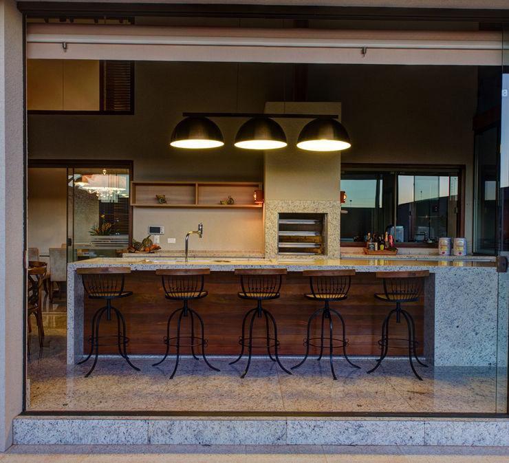 BRAVIM ◘ RICCI ARQUITETURA Balcones y terrazas modernos: Ideas, imágenes y decoración