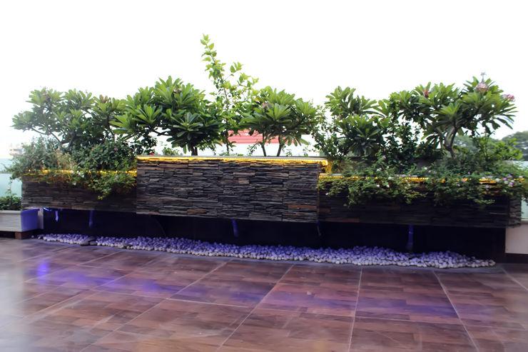 Shadab Anwari & Associates. Asian style balcony, porch & terrace
