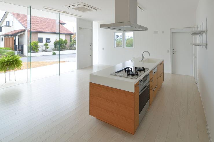 門一級建築士事務所 Moderne Küchen Holz-Kunststoff-Verbund Holznachbildung