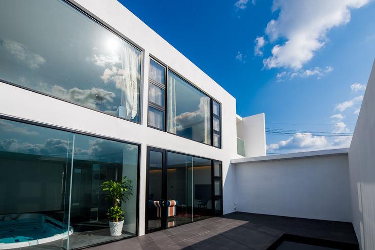 門一級建築士事務所 Moderne Fenster & Türen Fliesen Schwarz