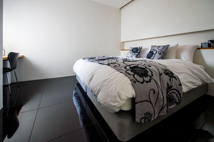 門一級建築士事務所 Asiatische Schlafzimmer Fliesen Lila/Violett