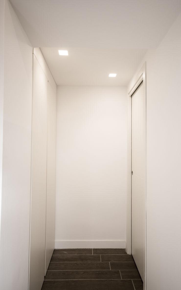 formatoa3 Studio Modern Corridor, Hallway and Staircase