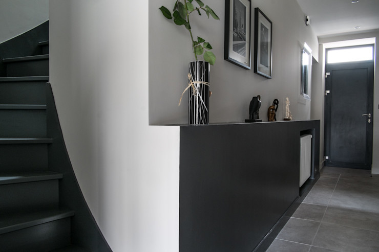 Jean-Paul Magy architecte d'intérieur Modern corridor, hallway & stairs
