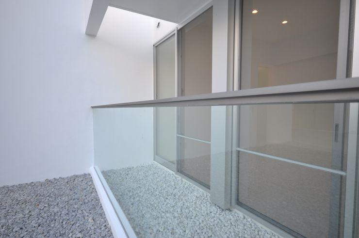O-HOUSE 門一級建築士事務所 モダンな庭 ガラス 透明