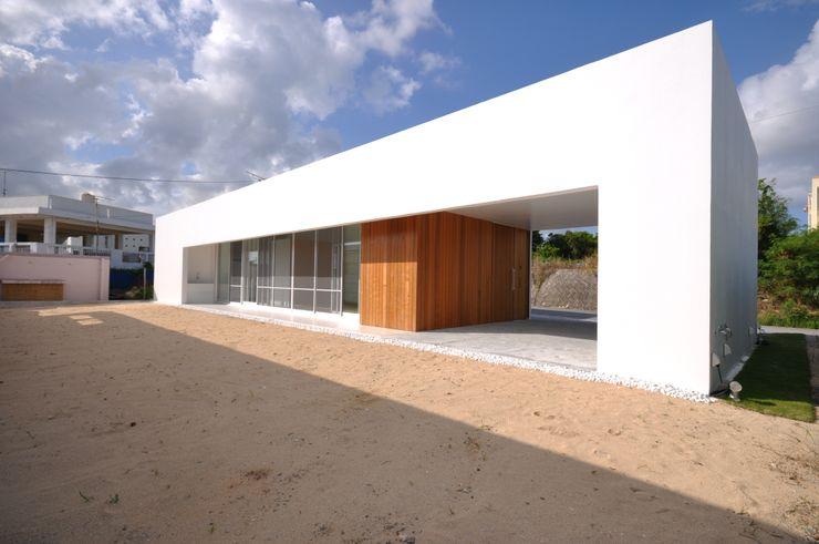 O-HOUSE 門一級建築士事務所 モダンな 家 コンクリート 白色