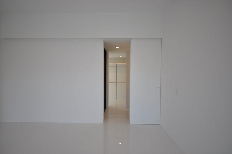 O-HOUSE 門一級建築士事務所 モダンデザインの 子供部屋 タイル 白色