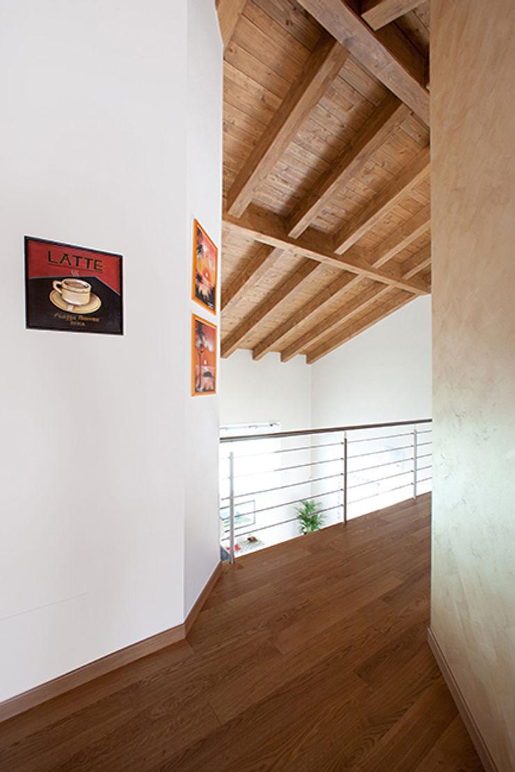 Barra&Barra Srl Pasillos, vestíbulos y escaleras clásicas