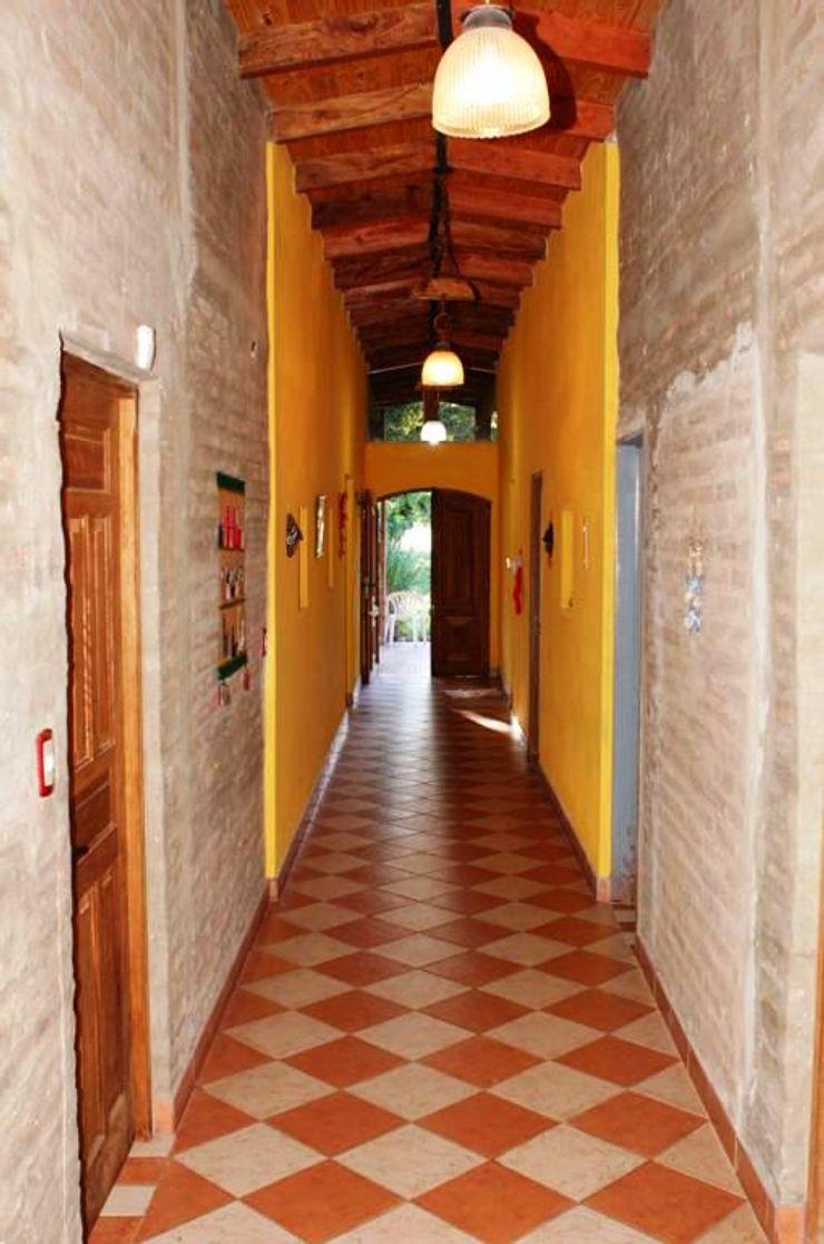 Liliana almada Propiedades Rustic style corridor, hallway & stairs