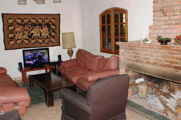 Liliana almada Propiedades Rustic style living room