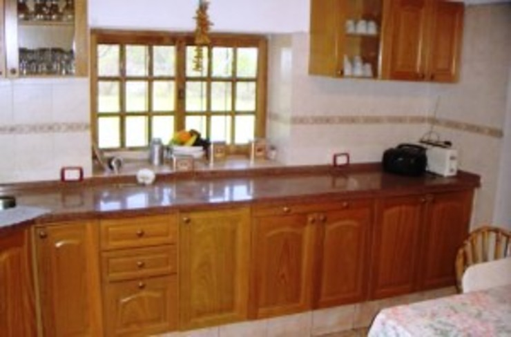 Liliana almada Propiedades Rustic style kitchen