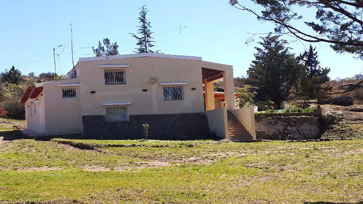 Liliana almada Propiedades Colonial style houses
